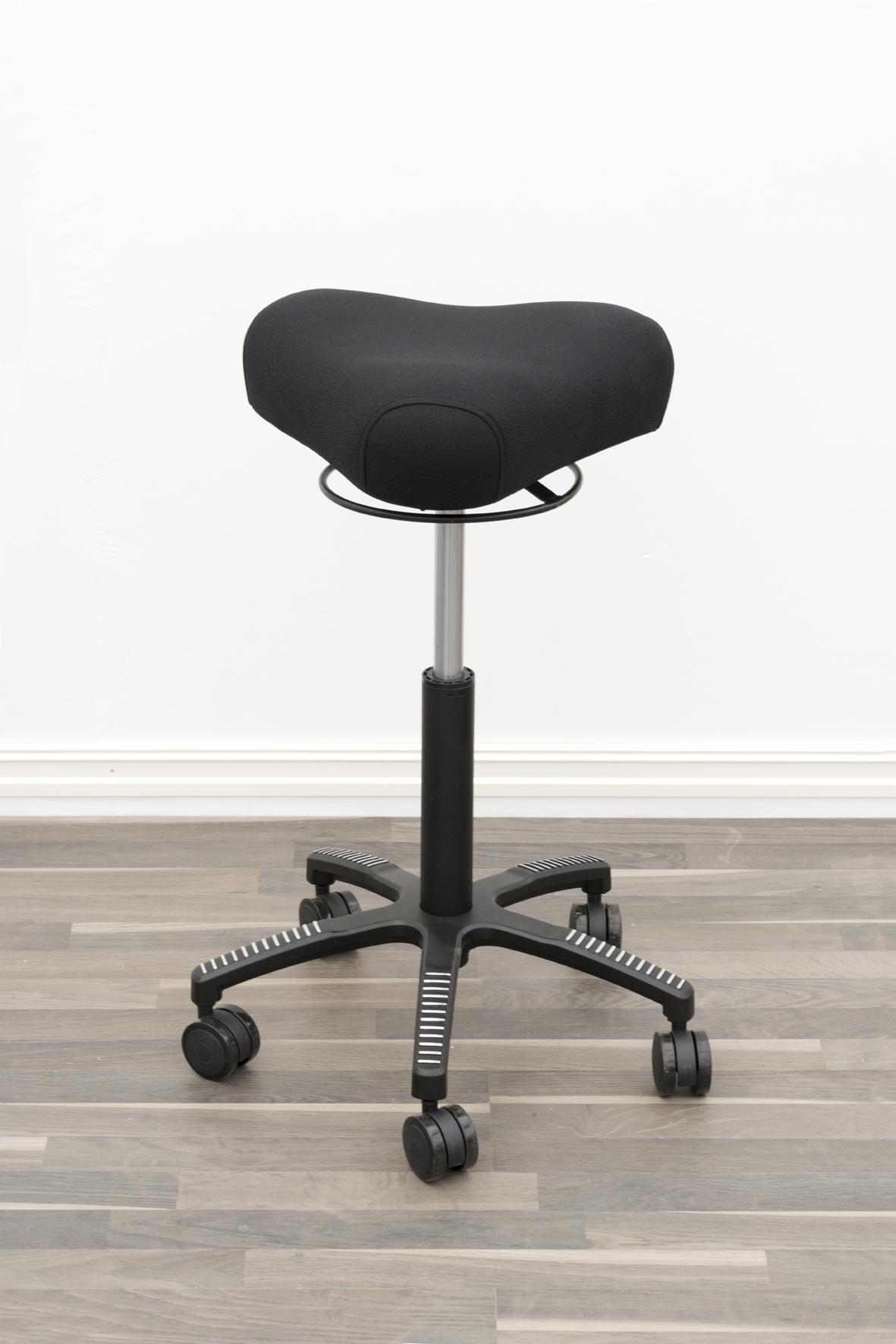 BERMUDA balanse og behandlingsstol gir en bedre ergonomi på